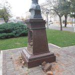 Vandalismo en la Plaza Mitre - 10 de Mayo  IMG_4046